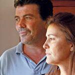Antoni Veny i Clara Roig, els pares de la nena amb problemes després de vacunar-se contra el VPH, ahir en casa seva. Foto: B. Ramon.